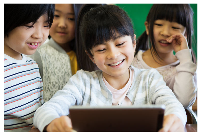 スピードラーニングジュニアでは年齢に応じて興味関心のあるストーリーを聞きながら英語を学ぶことが出来る